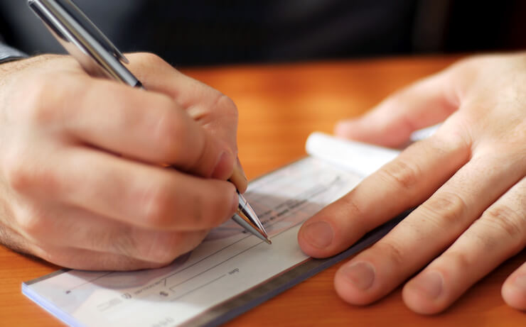 How to Cash a Personal Check Without a Bank Account